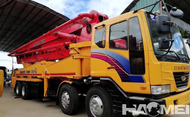 how much does a concrete pump truck cost
